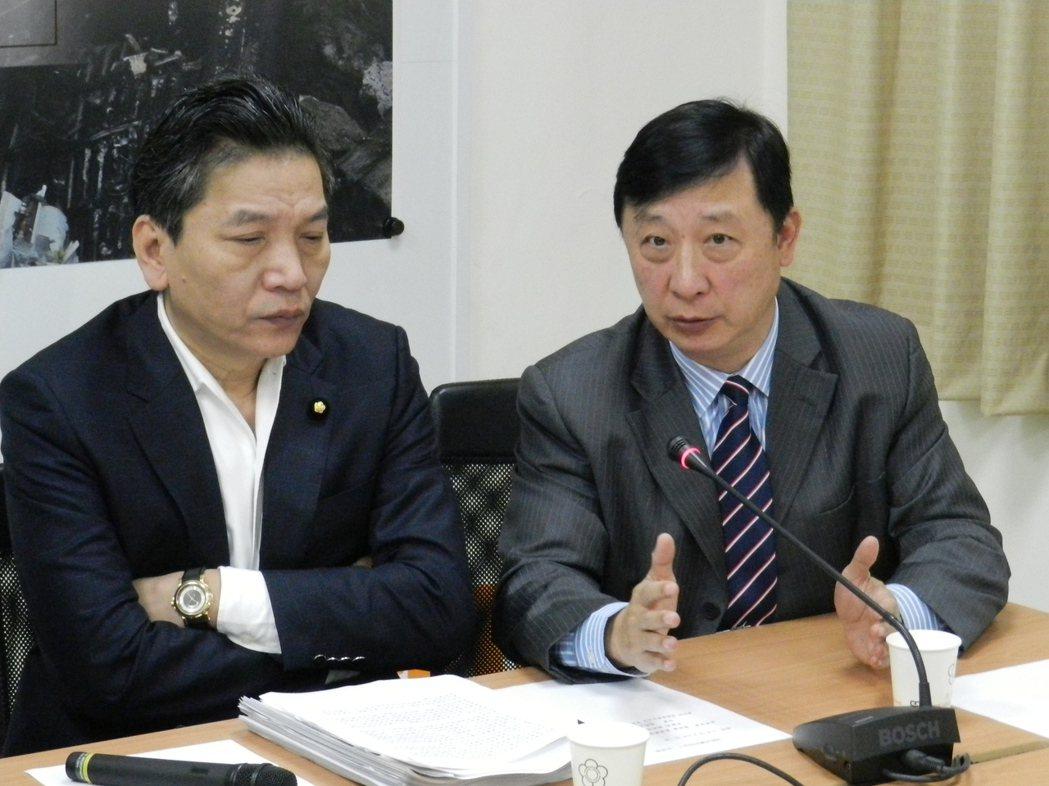 親民黨團總召李鴻鈞(左)。圖/聯合報系資料照