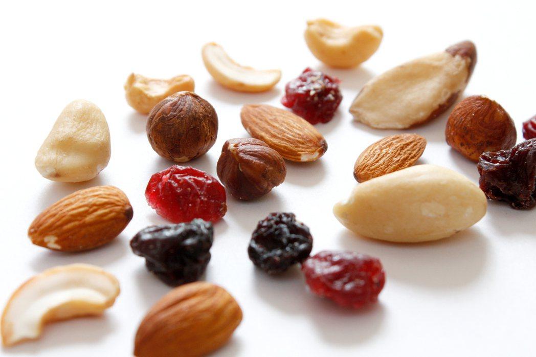 堅果中的不飽和脂肪酸可以促進血液循環,每天可吃一點。 圖/ingimage