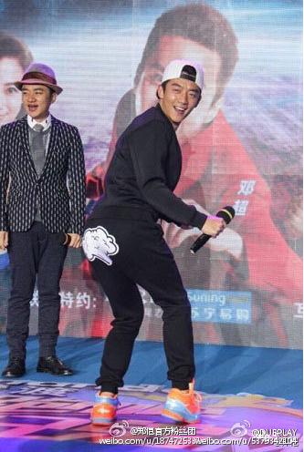 鄭愷穿「Dueplay」放屁褲宣傳自家品牌。 圖/摘自微博