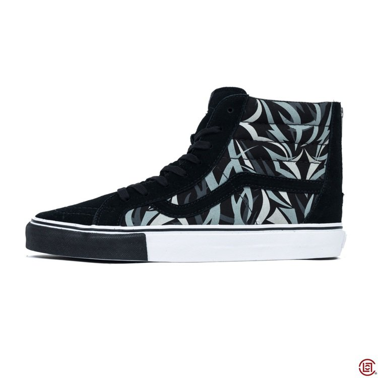 CLOT與VANS聯名的黑荊棘鞋款。 圖/CLOT提供