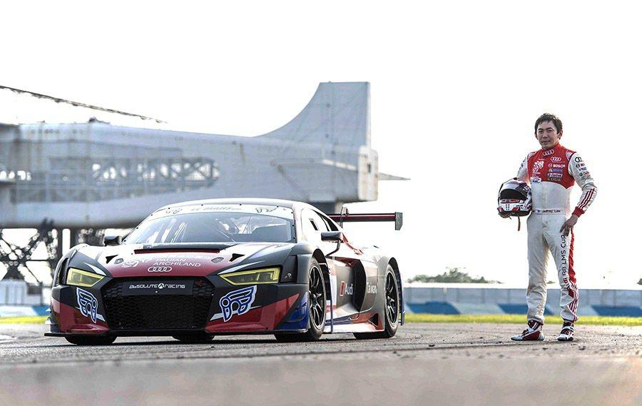 李勇德與Audi R8 LMS賽車。 Audi提供