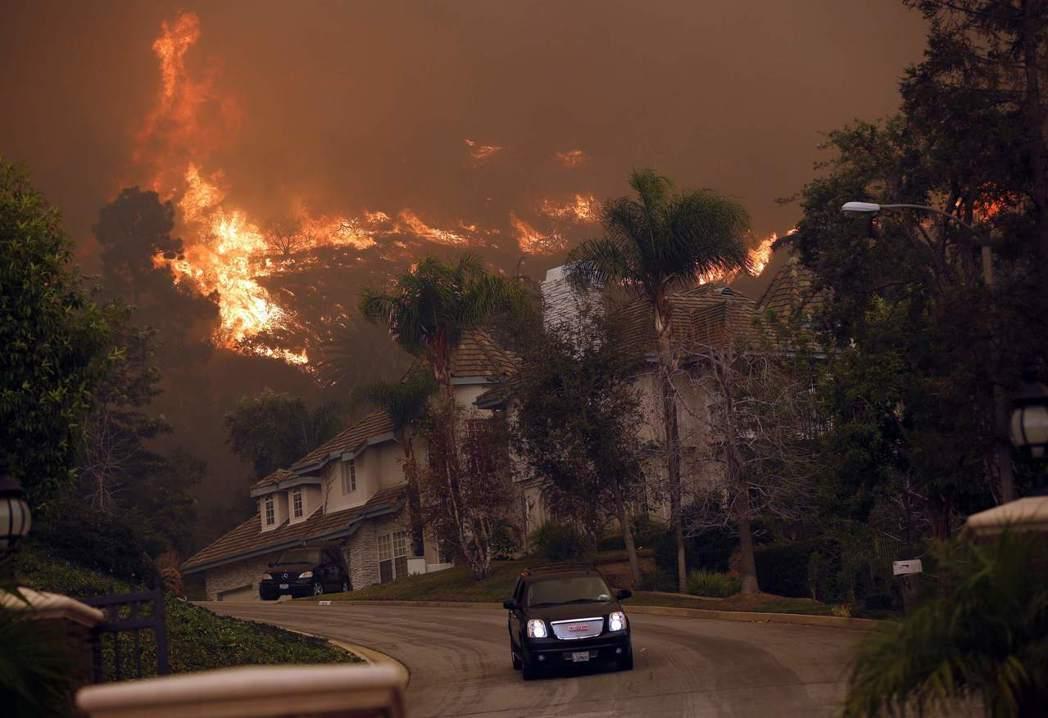 氣候變遷所帶來的極端現象,在加州則以嚴重旱災、失控野火的形勢實現於大眾的生活當中...