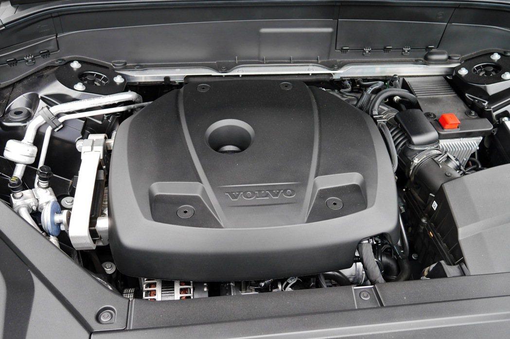 2.0升T6雙增壓四缸汽油渦輪引擎。 記者陳威任/攝影