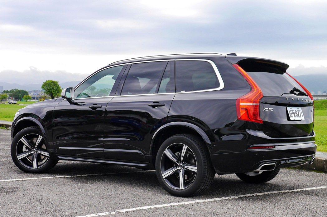 Volvo XC90 T6 R-Design雖然超過兩噸重,卻擁有不輸房車的操控...