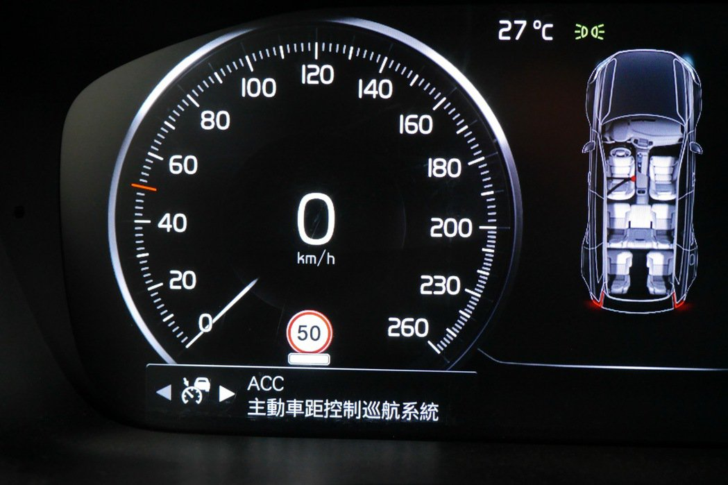 ACC主動車距控制巡航系統操作介面。 記者陳威任/攝影