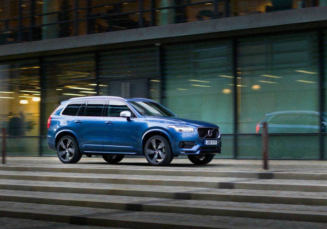 Volvo XC90 T6 R-Design擁有超乎車身尺寸的優異操控表現。 圖...