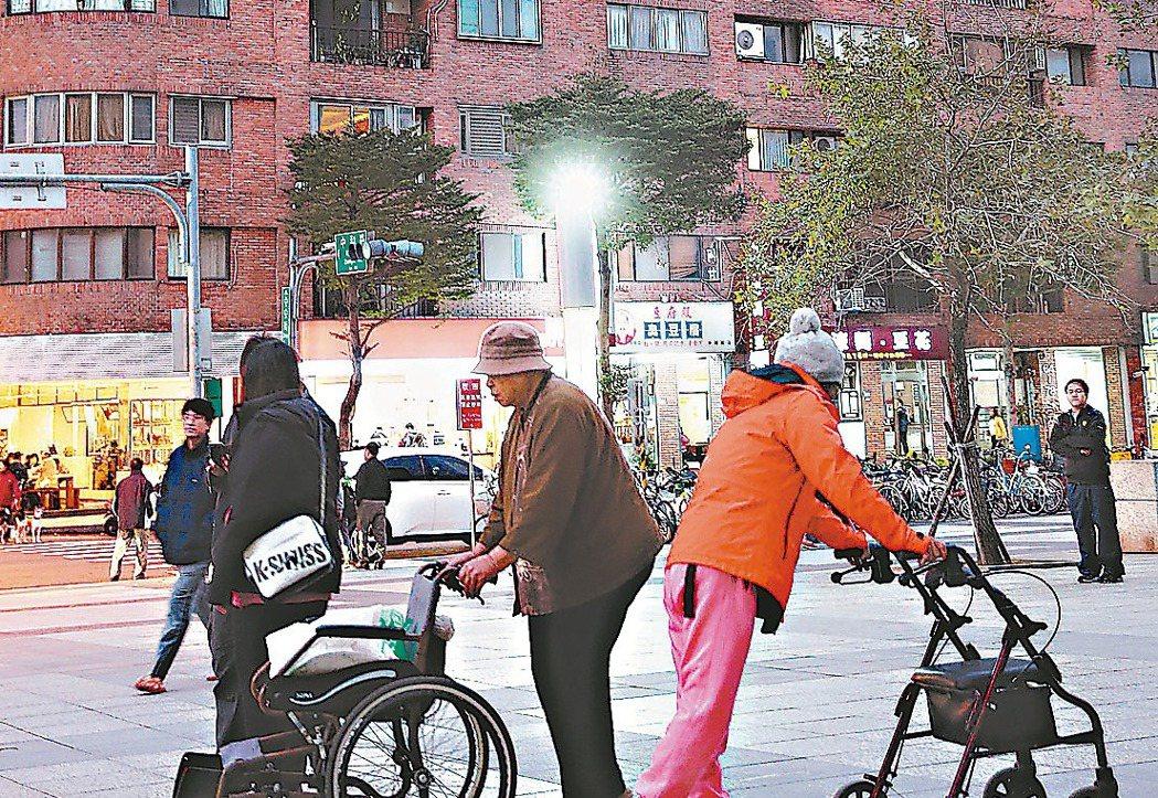 因應高齡化社會來臨,銀行推出以房養老業務。 (本報系資料庫)