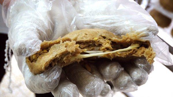內餡使用進口煙燻乳酪,出爐後口感軟綿還會嵌絲。