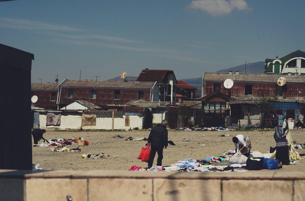 史高比耶郊區,由「羅姆人」(又常被稱為吉普賽人)組成的社區。他們是馬其頓境內人口...
