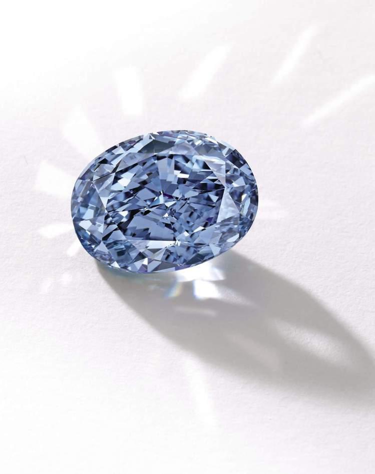 De Beers10.10克拉藍鑽成交價超過10億台幣,創下亞洲珠寶拍賣單價的新...