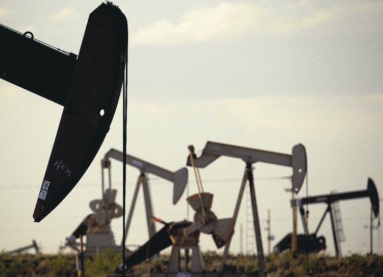 俄羅斯股市雖然有內需及消費產業,但與能源股的連動性大,看好油價中長期潛力投資人,...