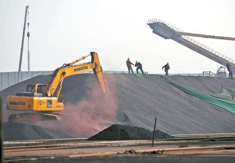 中國房市好轉,促使中國鋼鐵生產商增產,帶動鐵礦砂價格21日漲破每公噸70美元大關...