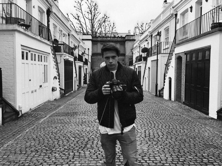 布魯克林花了很多時間研究攝影,更曾在受訪時表示過自己很想當一名攝影師。雖然之前為...