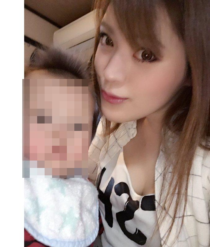 板垣梓秀出與兒子合照。 圖片來源/ twitter
