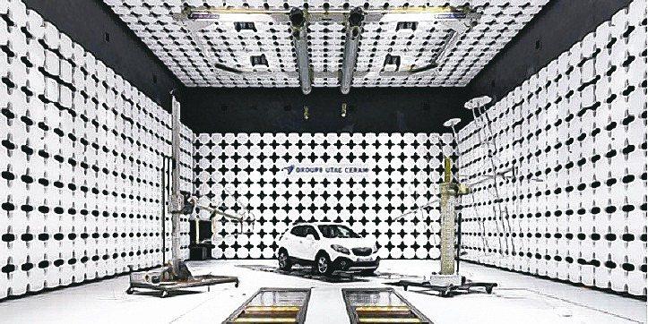 先進駕駛設備各國相繼納入標準配備,車用電子廠商訂單旺到爆。 圖/路透