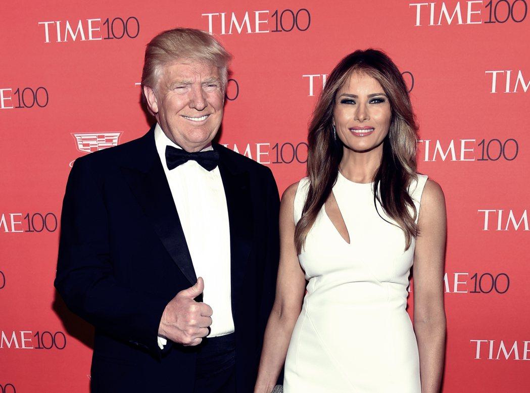4月26日:選前自信滿滿的川普,週二稍早還偕妻子前往參加《時代雜誌》全球百大人物...