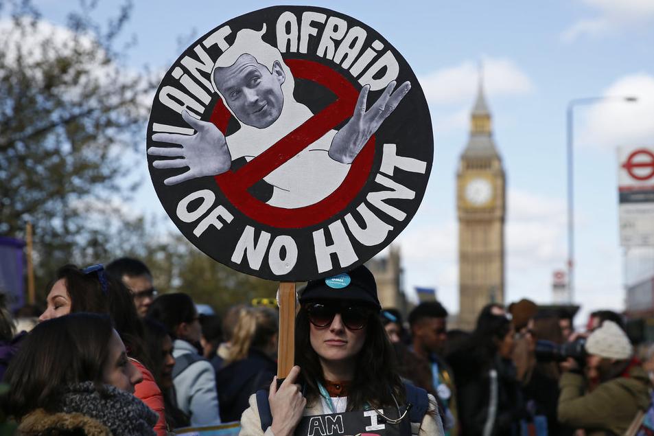 倫敦聖湯瑪斯醫院外抗議的初級醫生。 圖/路透社