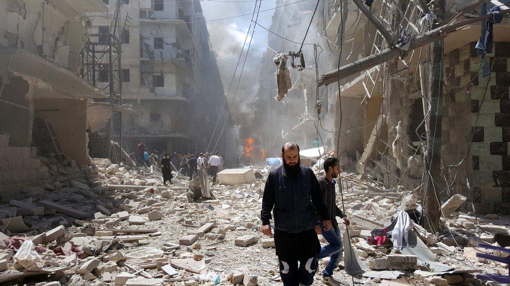 4月29日::遭到空襲的阿勒頗。 圖/歐新社