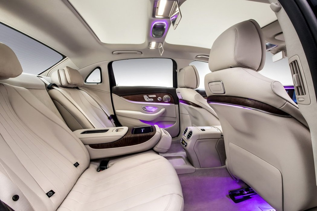 Mercedes-Benz E-Class L加長型轎車 Mercedes-Be...