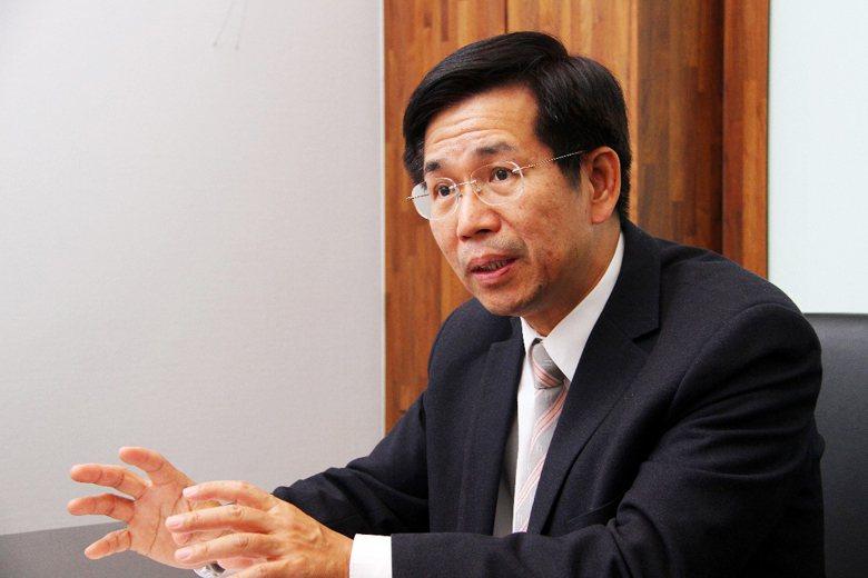 準教育部長潘文忠的資歷,正反映來自教育現場的呼籲:解決教育問題,從國民教育著手。...