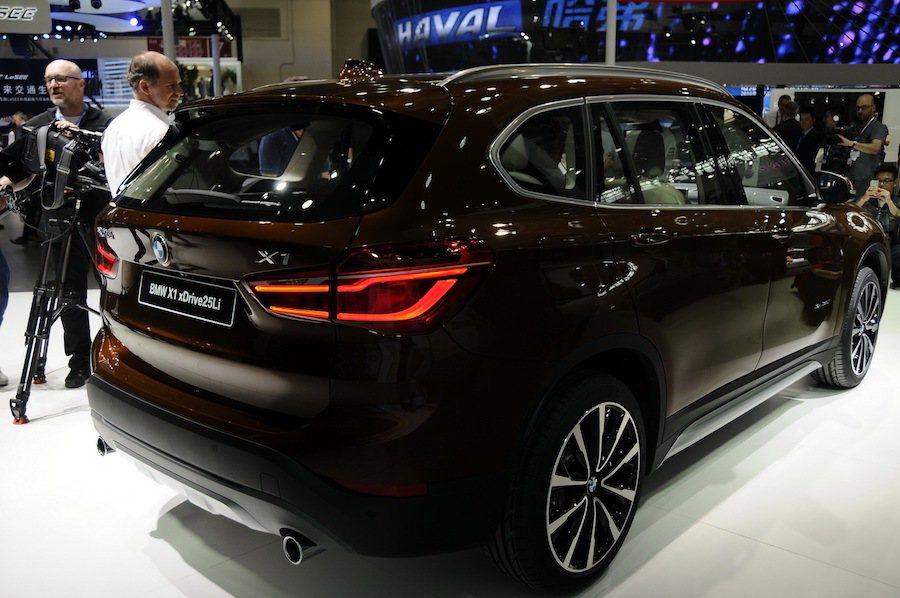 長軸版的X1將提供更充裕的後座空間以及更寬廣的後廂置物空間。 摘自carsco...