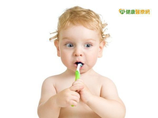 二歲以下幼兒還不會漱口,不建議每天用含氟牙膏