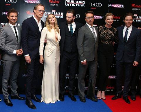 《美國隊長3:英雄內戰》在英國倫敦首映會上,「美國隊長」克里斯伊凡、「鋼鐵人」小勞勃道尼、「緋紅女巫」伊莉莎白奧森、「酷寒戰士」賽巴斯汀斯坦等人都現身,不過當晚「緋紅女巫」伊莉莎白歐森穿著一襲米白色...
