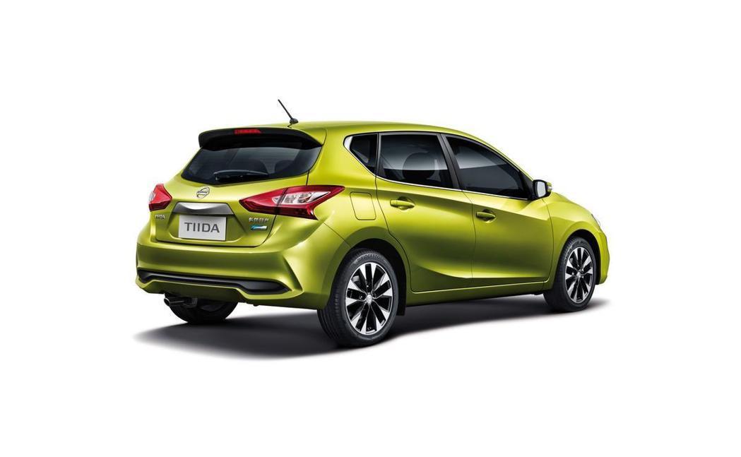 車側方面,原廠大抵維持原有線條,並針對細節部分進行強化。 摘自Nissan