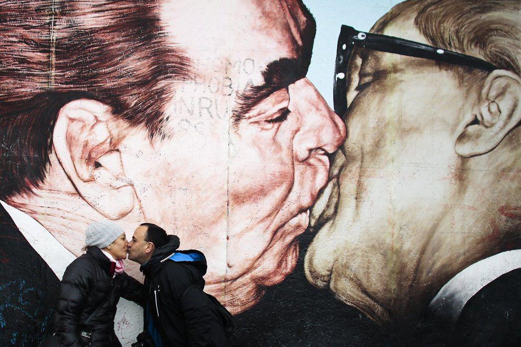 九零年代之後的德國在富裕穩定的大環境下,原本冷戰時期政治與經濟路線的爭論不再,社...