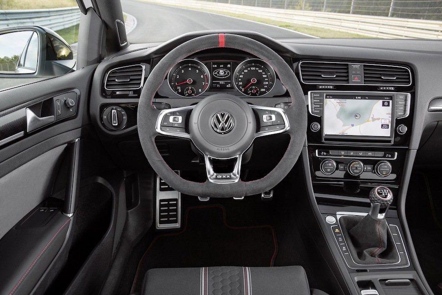 Golf GTI Clubsport S在動力與操控上都專門為了賽道競技而調教。...