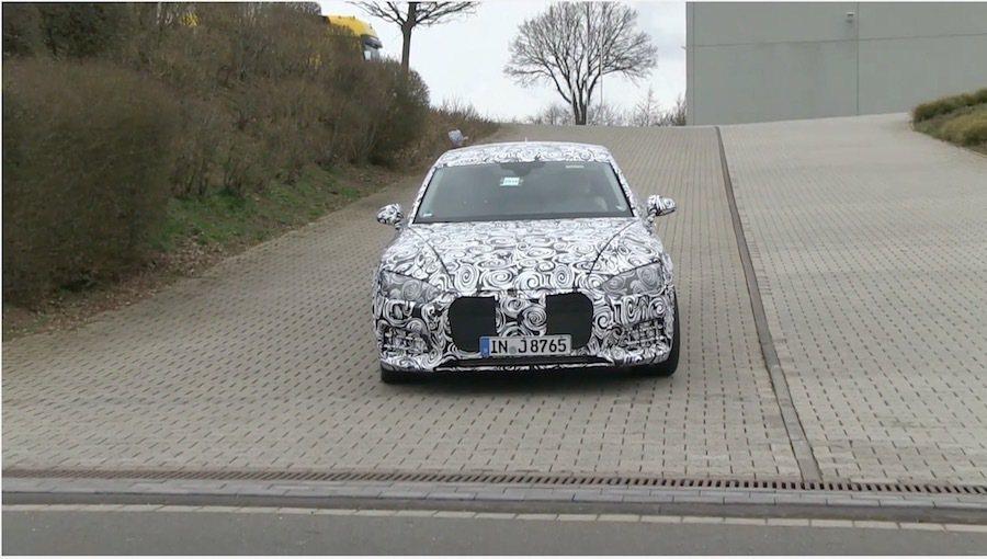 外媒在德國紐伯林賽道附近捕獲下一代Audi S5測試。 截自MOTOR1影片