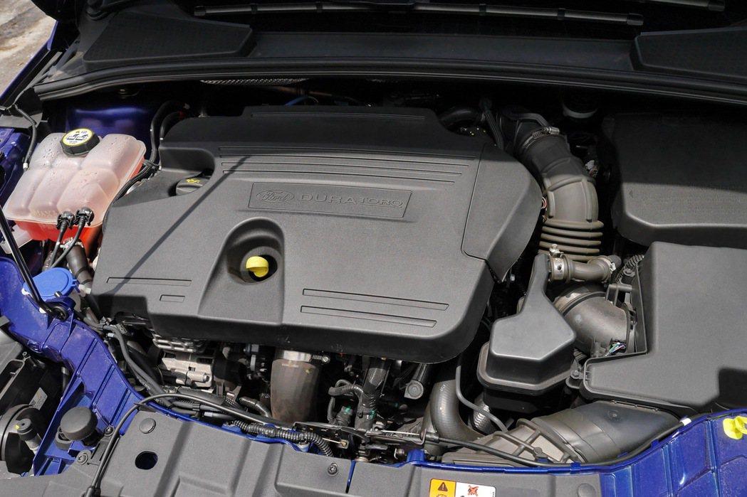 Ford Focus TDCi 2.0搭載最新一代渦輪增壓缸內直噴柴油引擎。 記...