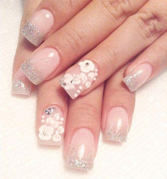 立體的奶白色雕花配上淡淡的裸粉色,溫馨少女的感覺!圖文:悅己網