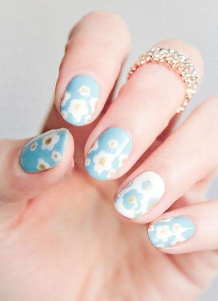 哇,天藍色加上白色雞蛋花也不錯。圖文:悅己網