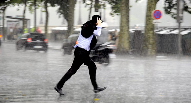 落髮與淋雨 沒絕對關係 圖片來源/shutterstock