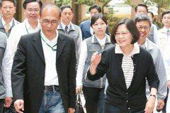 聯合/台灣民主吊在政客生涯的車尾