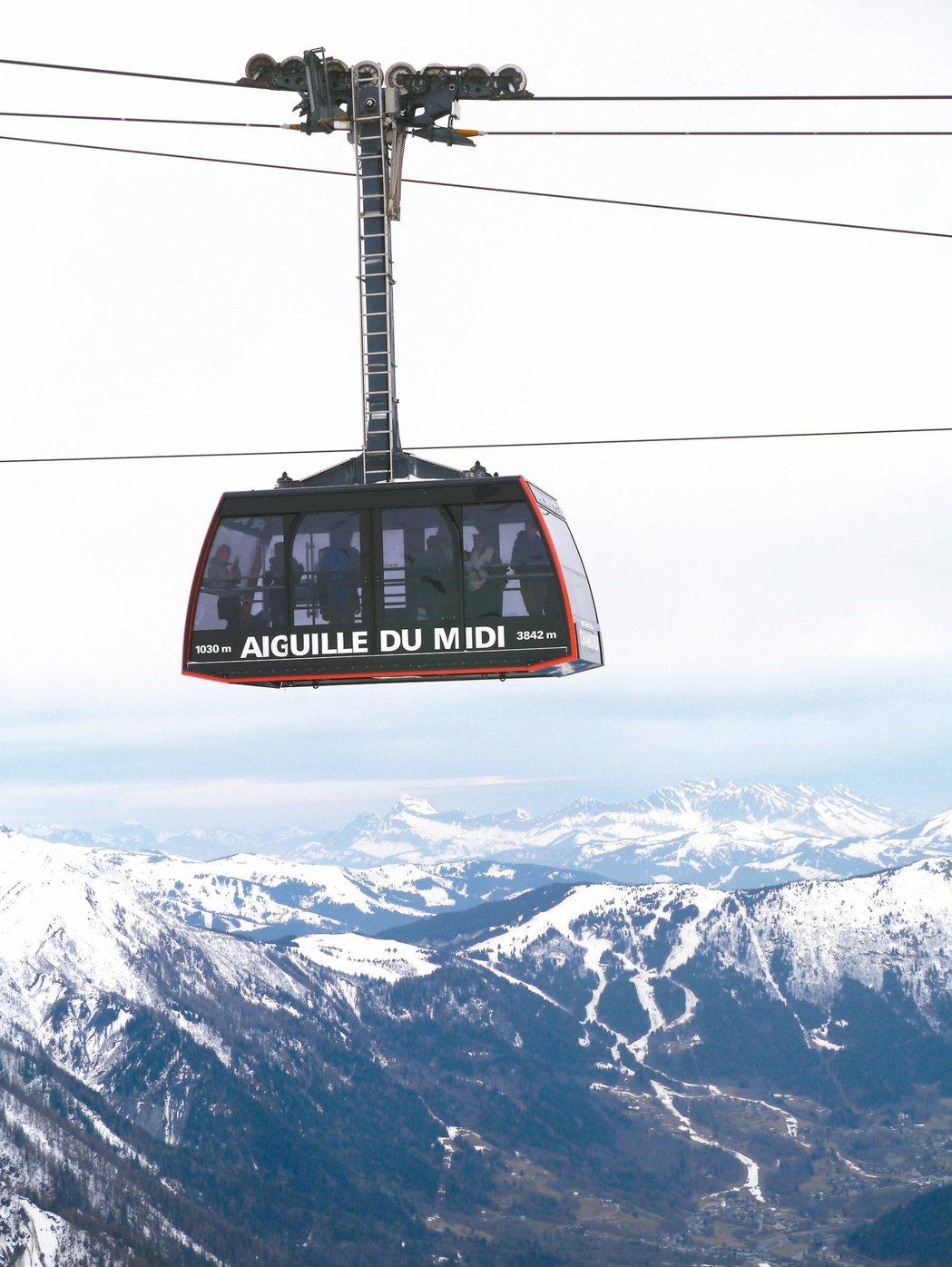 雪山巔的纜車。 記者羅建怡/攝影