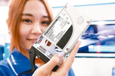 固態硬碟(SSD)價格到了取代傳統硬碟的甜蜜點,今年在筆記型電腦滲透率快速拉升。...