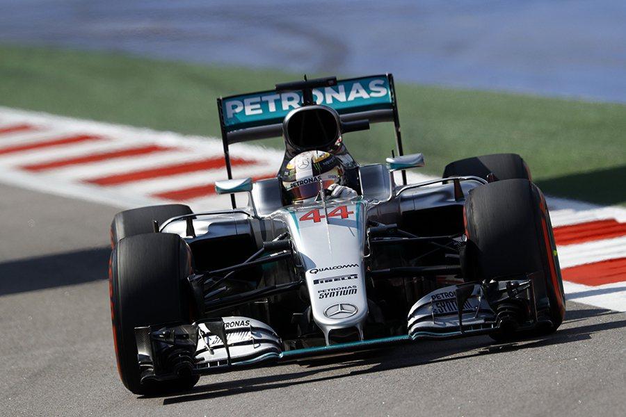 在充分利用車輛動力、換胎策略等因素下,Lewis Hamilton順利奪下本站亞...