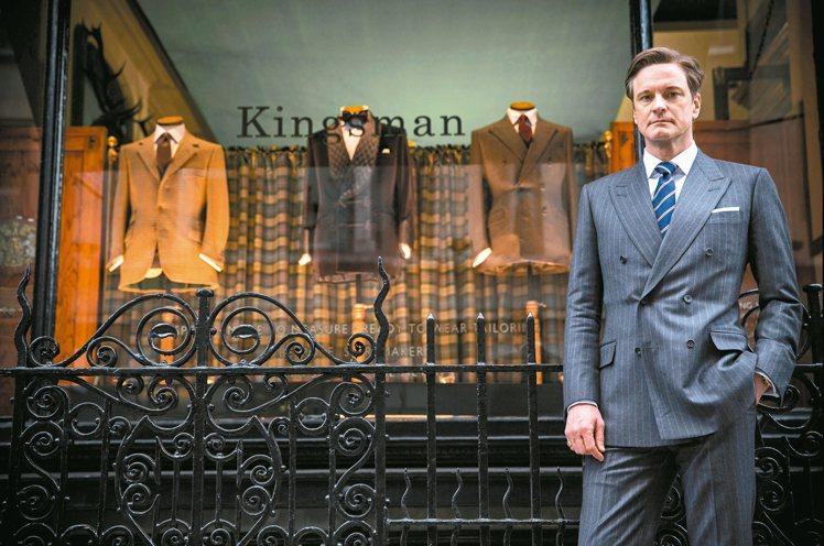 柯林佛斯在電影「金牌特務」中身穿正裝,流露貴族品味。 圖/擷自Kingsman劇...