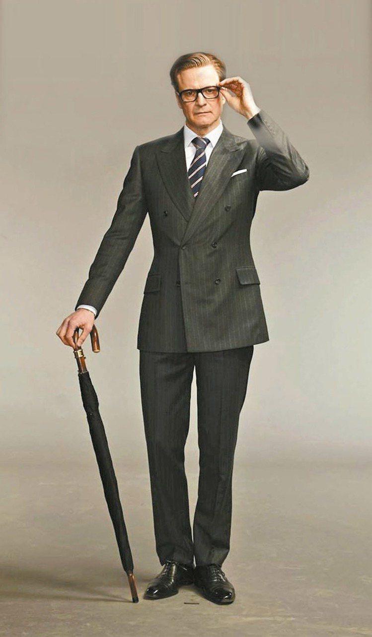 中年大叔該怎麼穿?學柯林佛斯穿上英挺訂製西裝,是不會出錯的選擇。圖/擷自「金牌特...