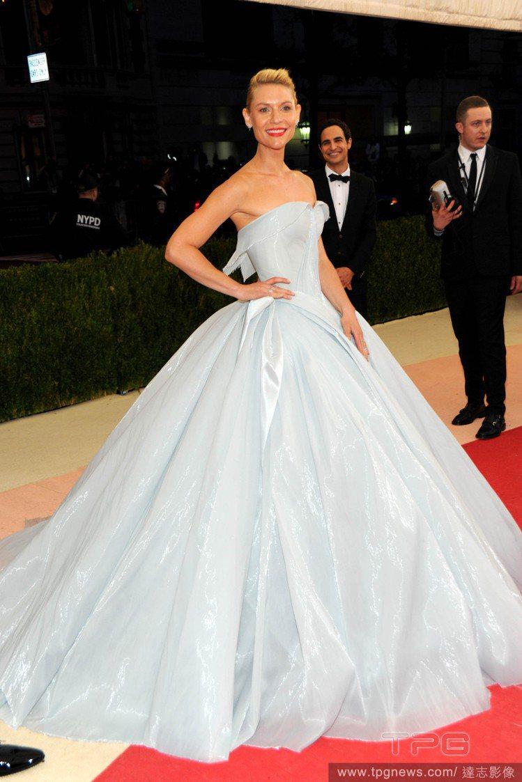 克萊兒丹妮絲穿Zac Posen打造的發光禮服。圖/達志影像
