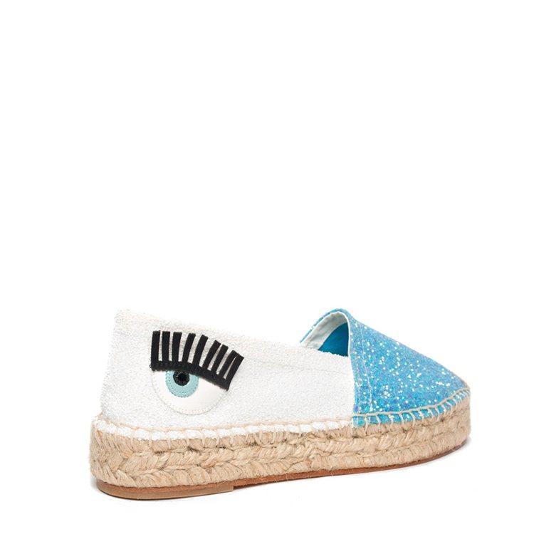 Natalie系列藍白雙色拼接亮片草編鞋 ,800。圖/Chiara Fe...