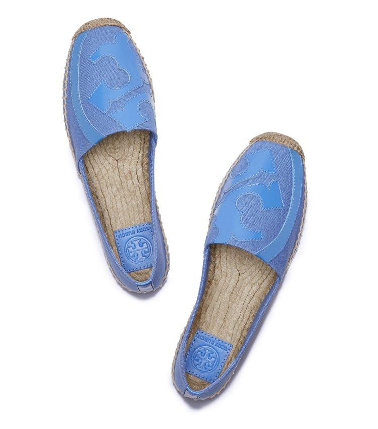 Tory Burch 淺藍色logo草編鞋 ,390。圖/Tory Burc...