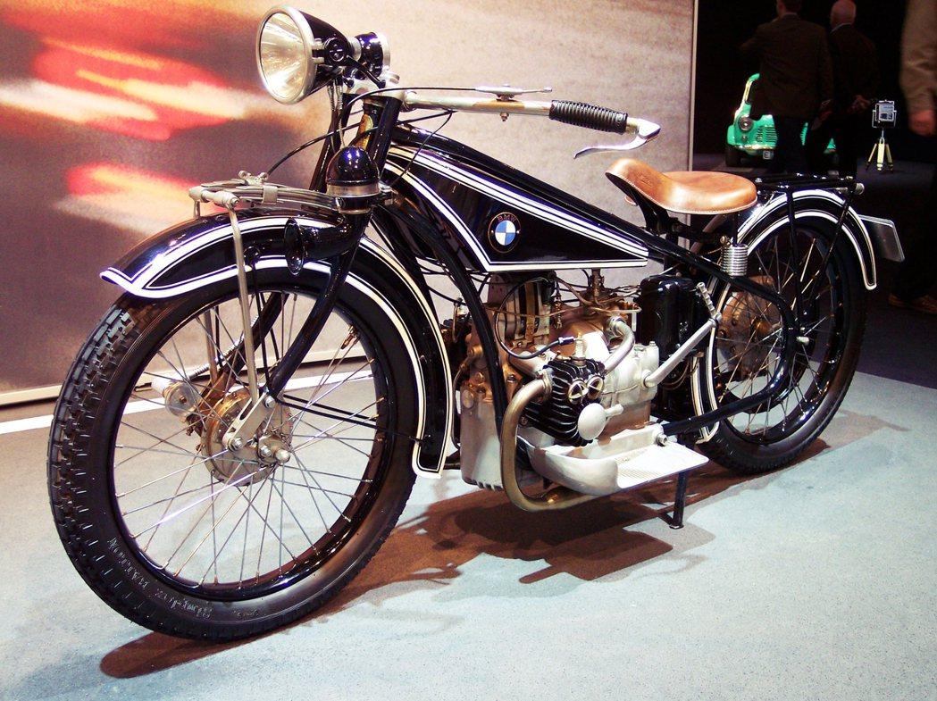 「BMW R32型摩托車」為這間來自巴伐利亞的機械工廠,創下了經典的歷史地位。 ...