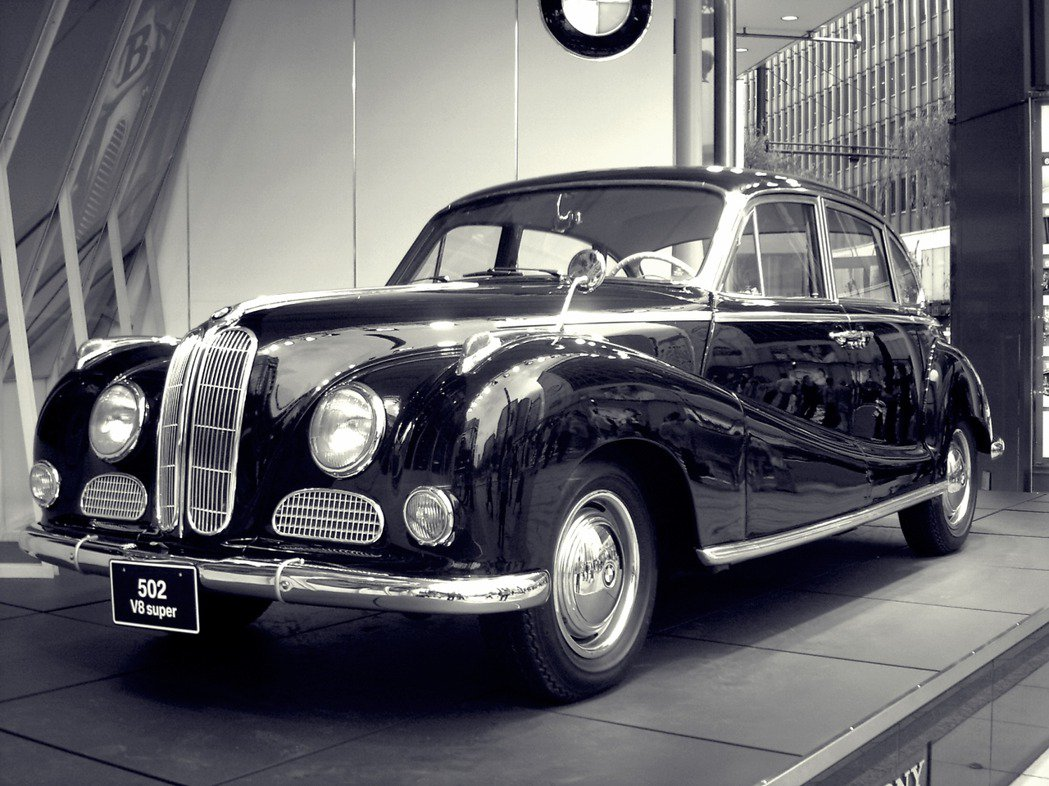 由於設計不符戰後的市場與流行需求,BMW在50年代復興的「起手式」501、502...
