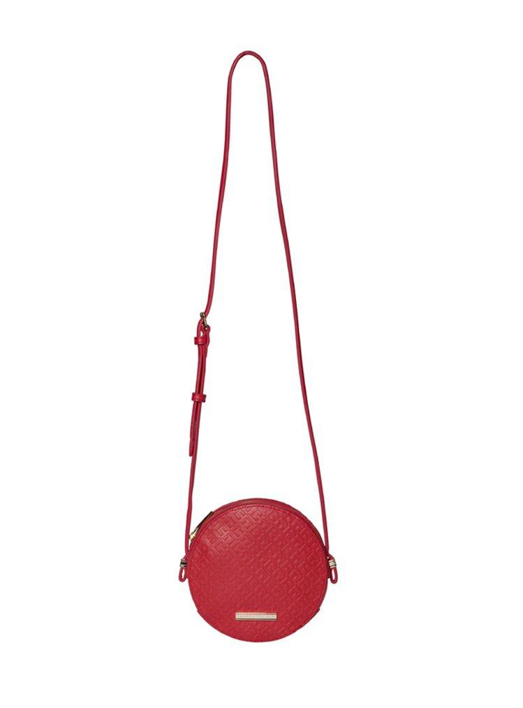 女款圓形皮革壓紋肩背包(紅)80。圖/TOMMY HILFIGER提供
