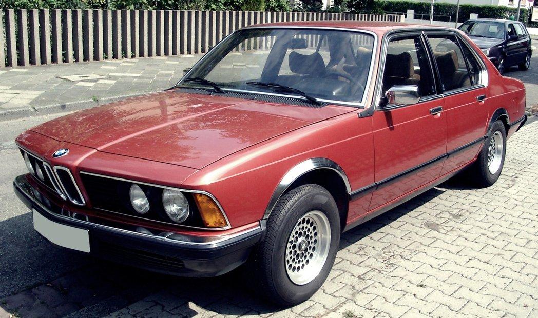 作為1977年BMW 7系列先驅的E23型,是BMW在70年代全力衝刺高級車市場...