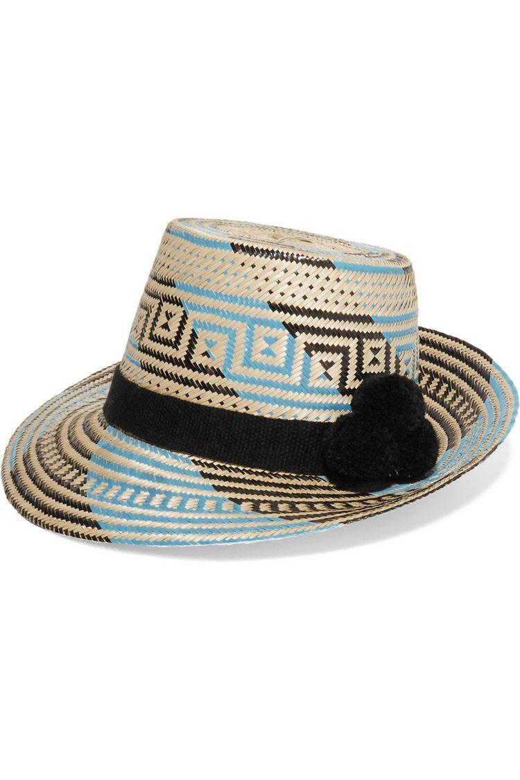 YOSUZI 绒球綴飾草编遮陽帽。圖/NET-A-PORTER提供