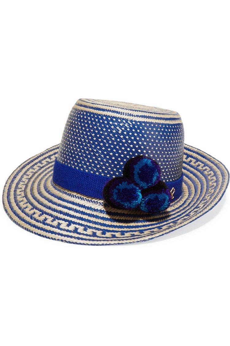 YOSUZI 绒球裝飾編織草遮陽帽(藍)。圖/NET-A-PORTER提供
